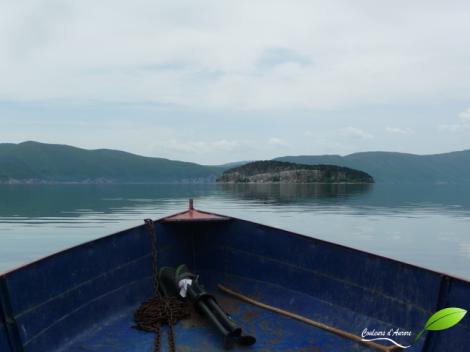 L'arrivée par barque à Golem grad