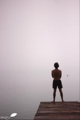Arrivée tôt le matin près du lac, caché par la brume...