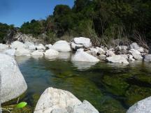 Après le canyon, baignade et détente sur les rochers jonchant la rivière...