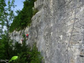 Le parcours se fait essentiellement d'un côté à l'autre de la falaise, sur très peu de dénivelés.